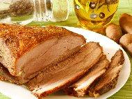 Рецепта Крехък маринован свински бут в марината от соев сос, ракия, мед и горчица, печен във фолио на фурна